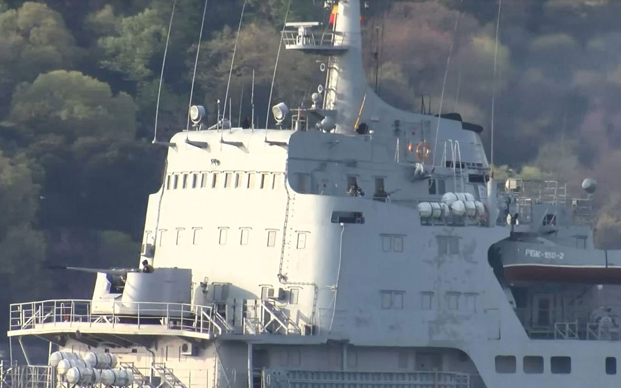 Rus savaş gemisi Saratov İstanbul Boğazı'ndan böyle geçti