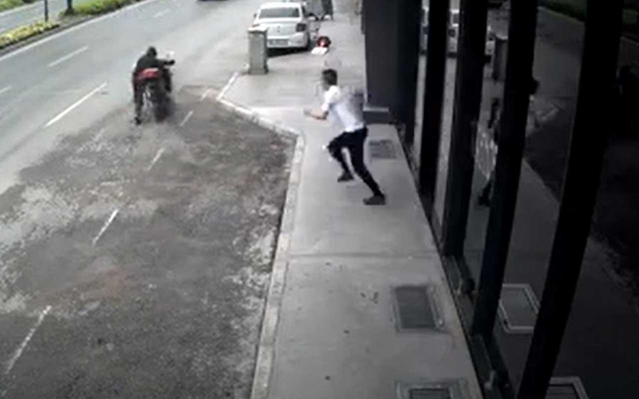 Motosikleti çalan hırsıza meydan dayağı kamerada
