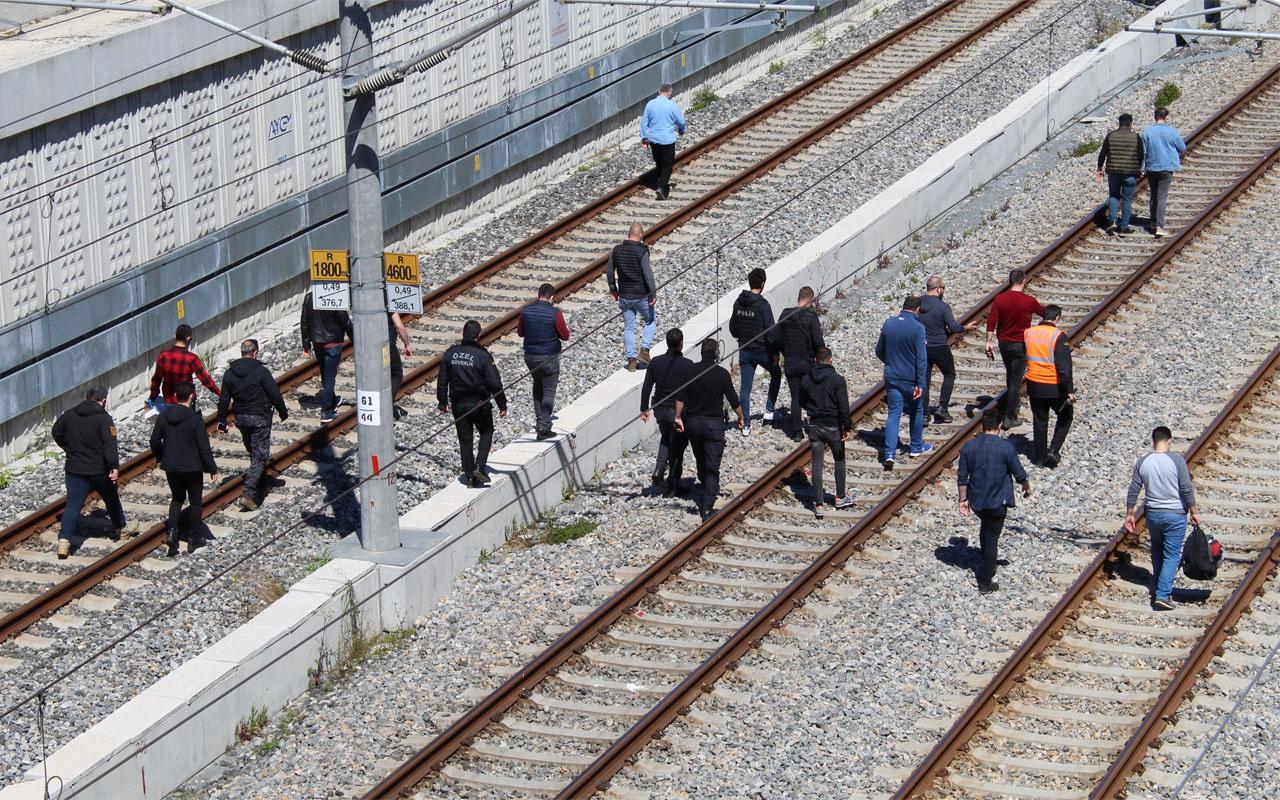 Bakırköy'de 'çantamda bomba var' diyerek raylara oturdu