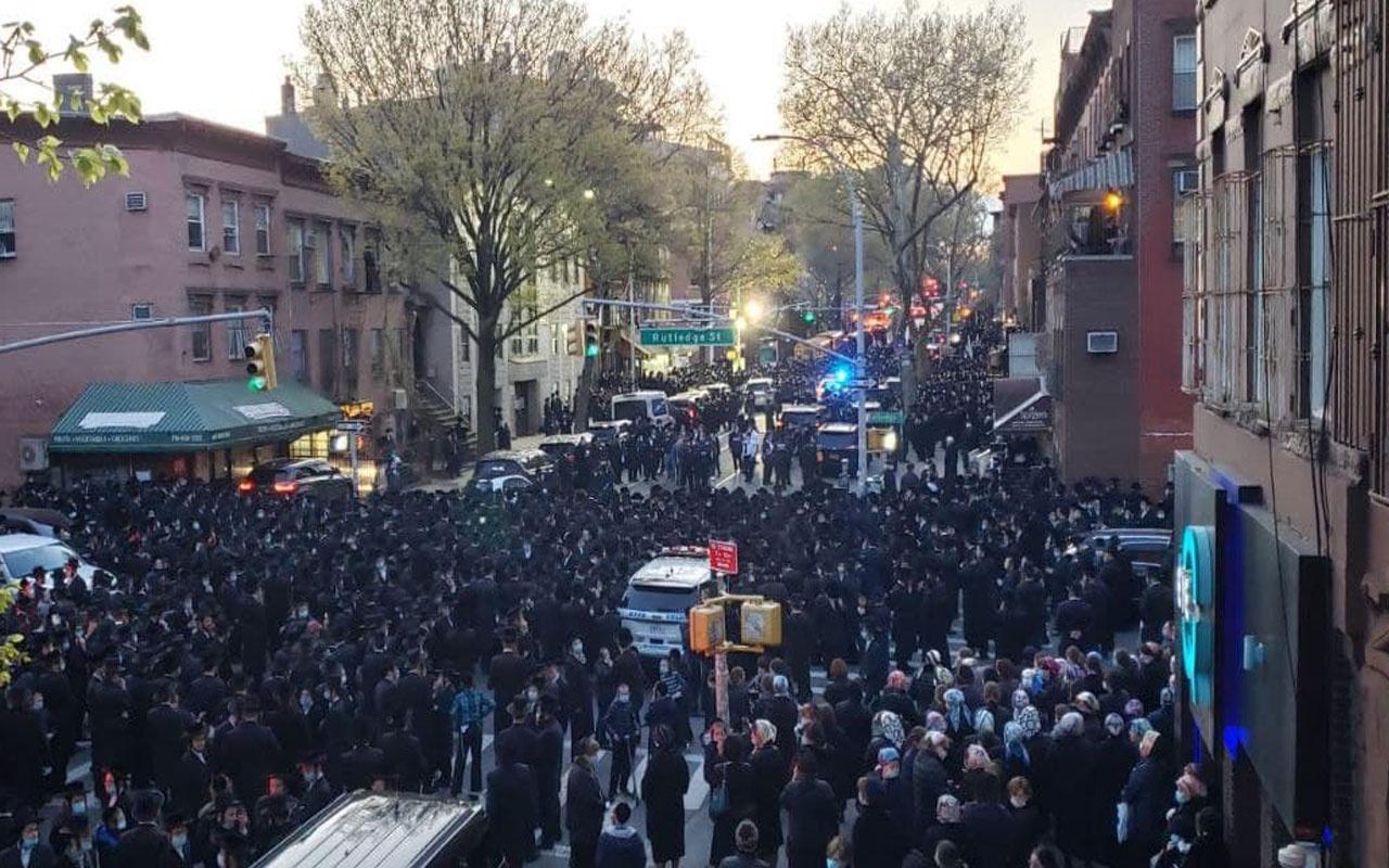 Cenaze töreninde hiçe sayılan sosyal mesafe tepki çekti