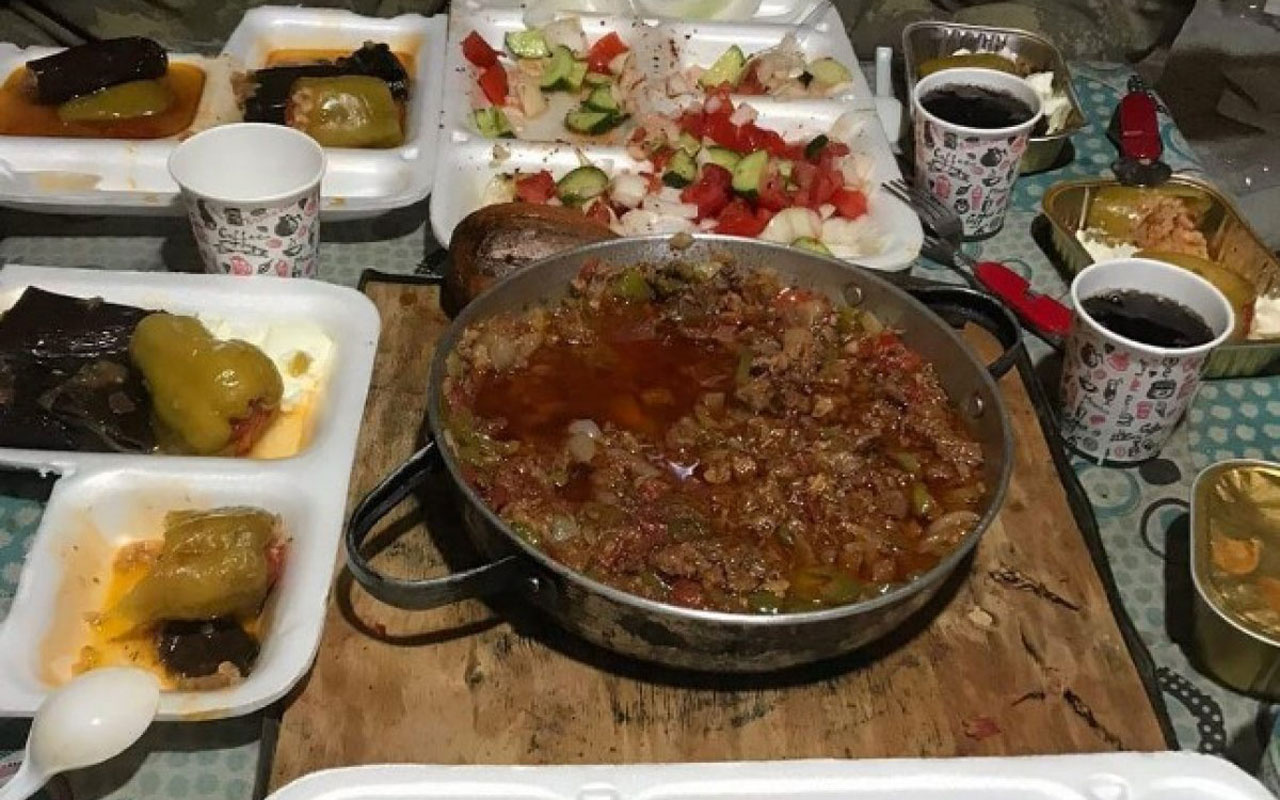 Sınır ötesinde görev yapan Mehmetçik'in iftar sofrası