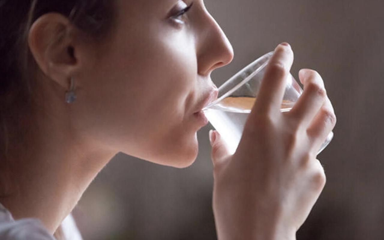 Sahurda ezan okunurken su içilir mi oruç bozulur mu?