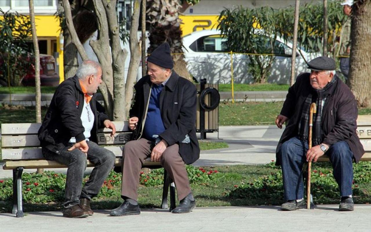65 yaş üstü ve 20 yaş altındakilerin sokağa çıkma istisnalarının detayları belli oldu