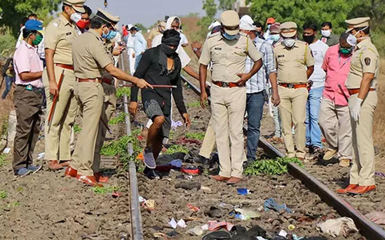 Raylarda uyuyan işçilere tren çarptı! 14 işçi feci şekilde can verdi