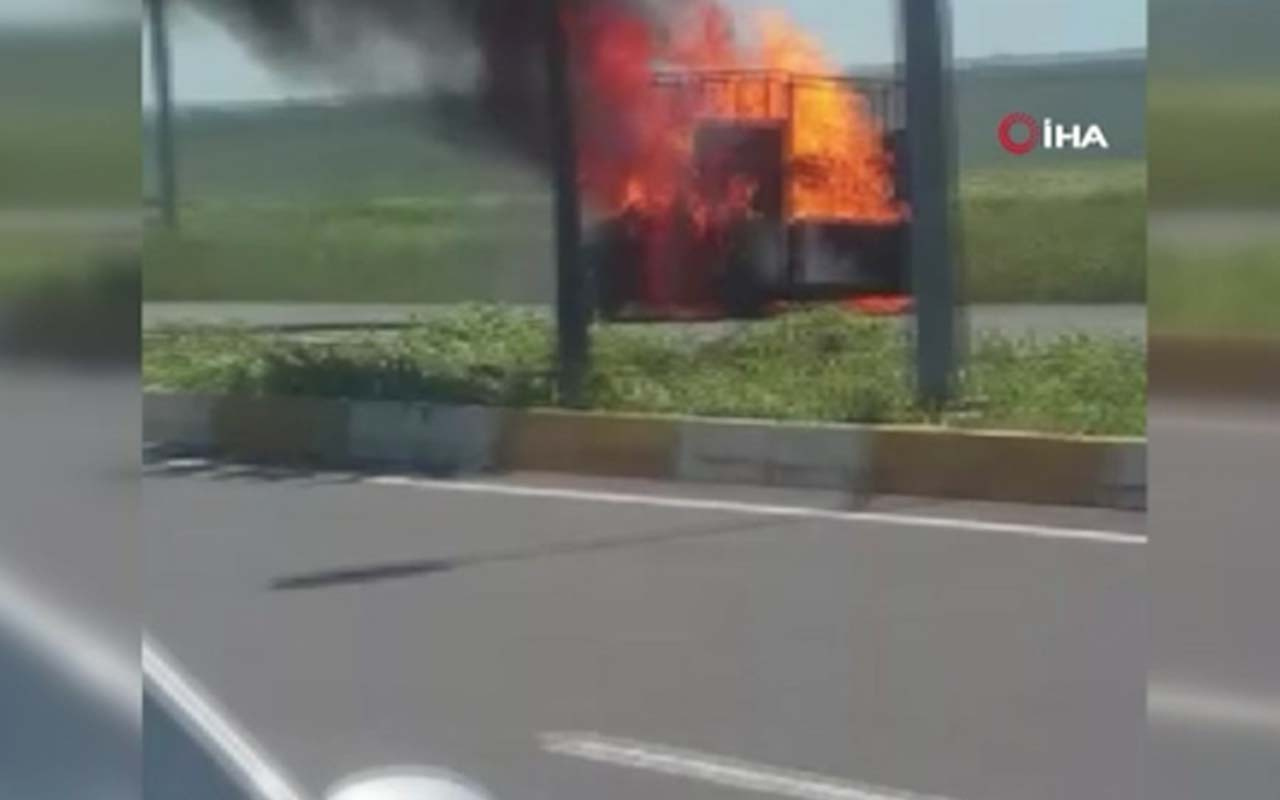 Diyarbakır'da seyir halindeki kamyonet cayır cayır yandı