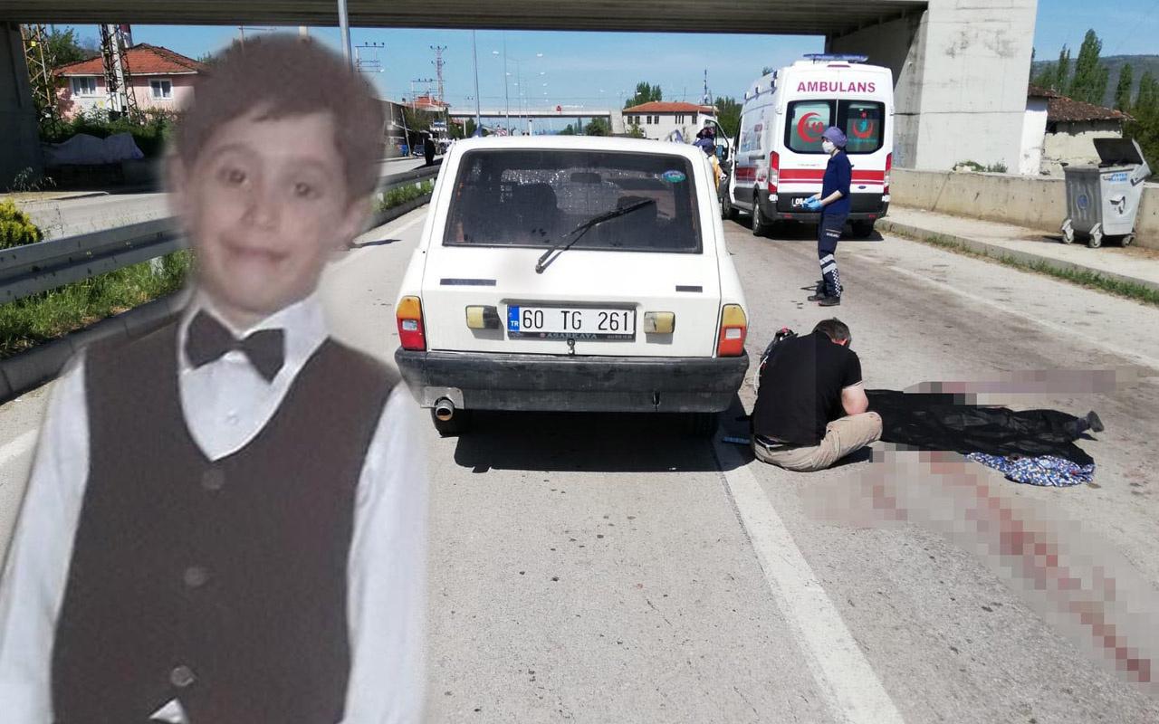 Amasya'da kazada ölen oğlunun başında gözyaşı döktü