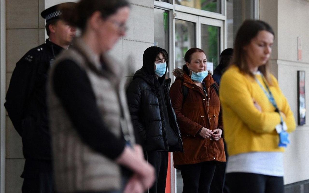 Birleşik Krallık'ta karantina iki hafta önce uygulansaydı 30 bin hayat kurtulabilirdi