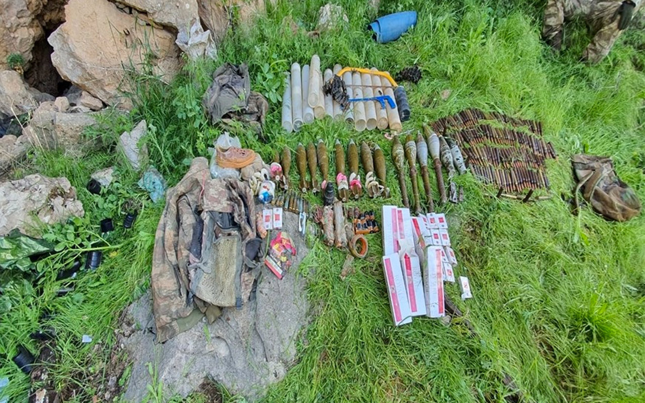 Çukurca'da terör örgütü PKK'ya ait mühimmat ve yaşam malzemeleri ele geçirildi