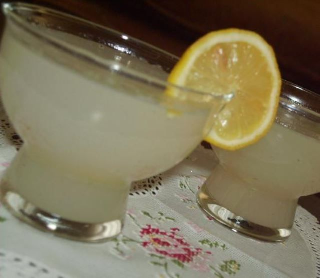 Ekonomik ve pratik bir tatlı : Limonlu su muhallebisi!