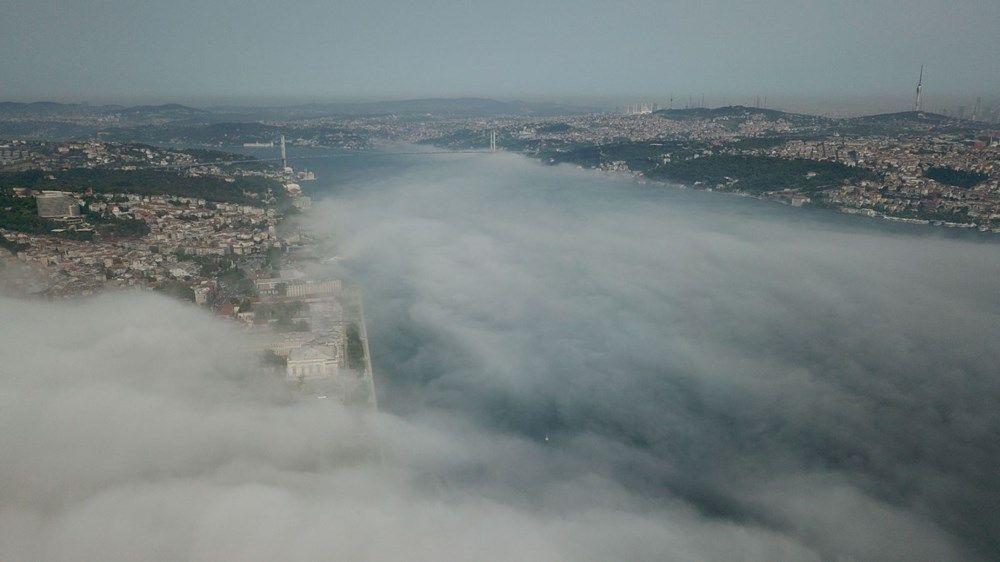 İstanbul Boğazı'na çöken sis doyumsuz görüntüler oluşturdu
