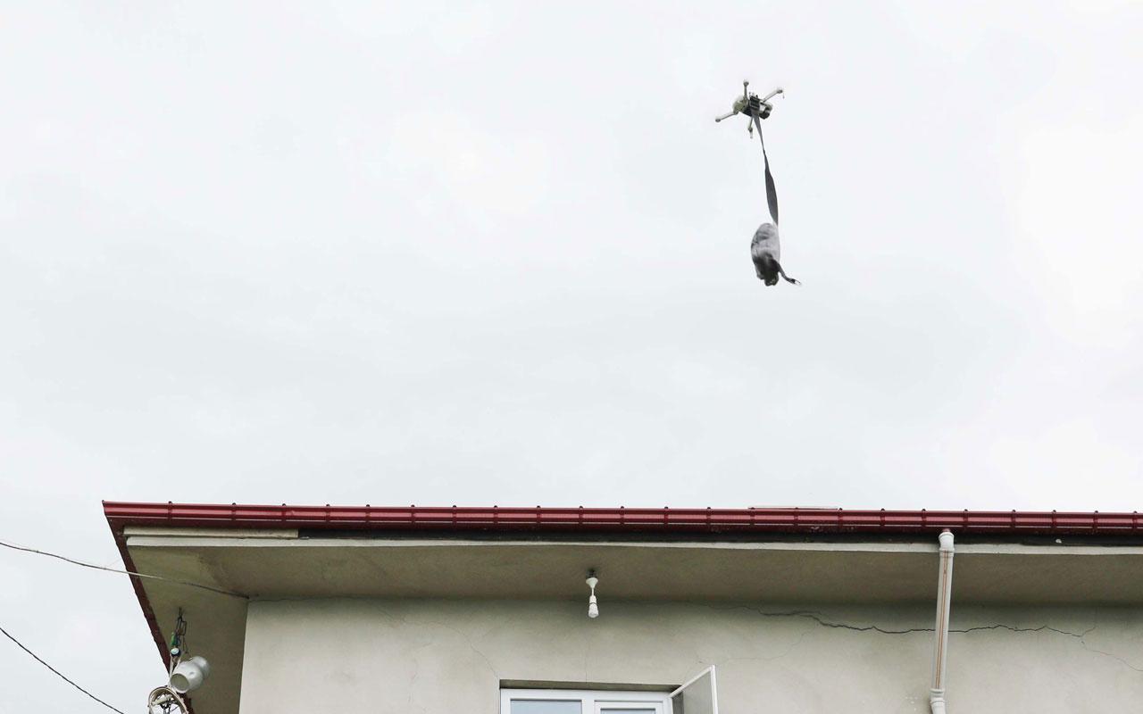 Rizeli muhtar drone ile maske dağıtıyor