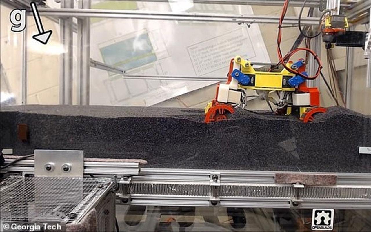 NASA mini Mars robotunu görücüye çıkardı!