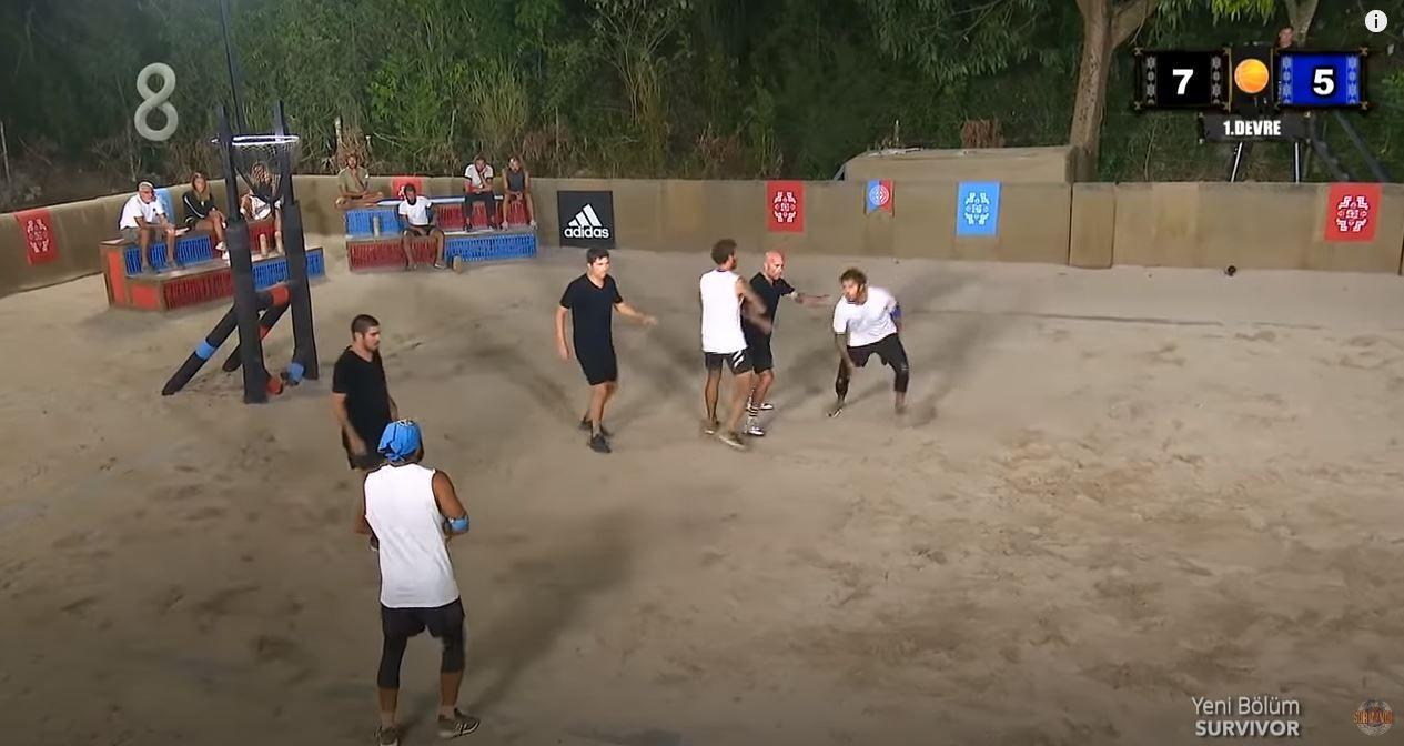 Survivor'daki basketbol maçında ilginç skor Evrim ve Yasin birbirlerine girdi