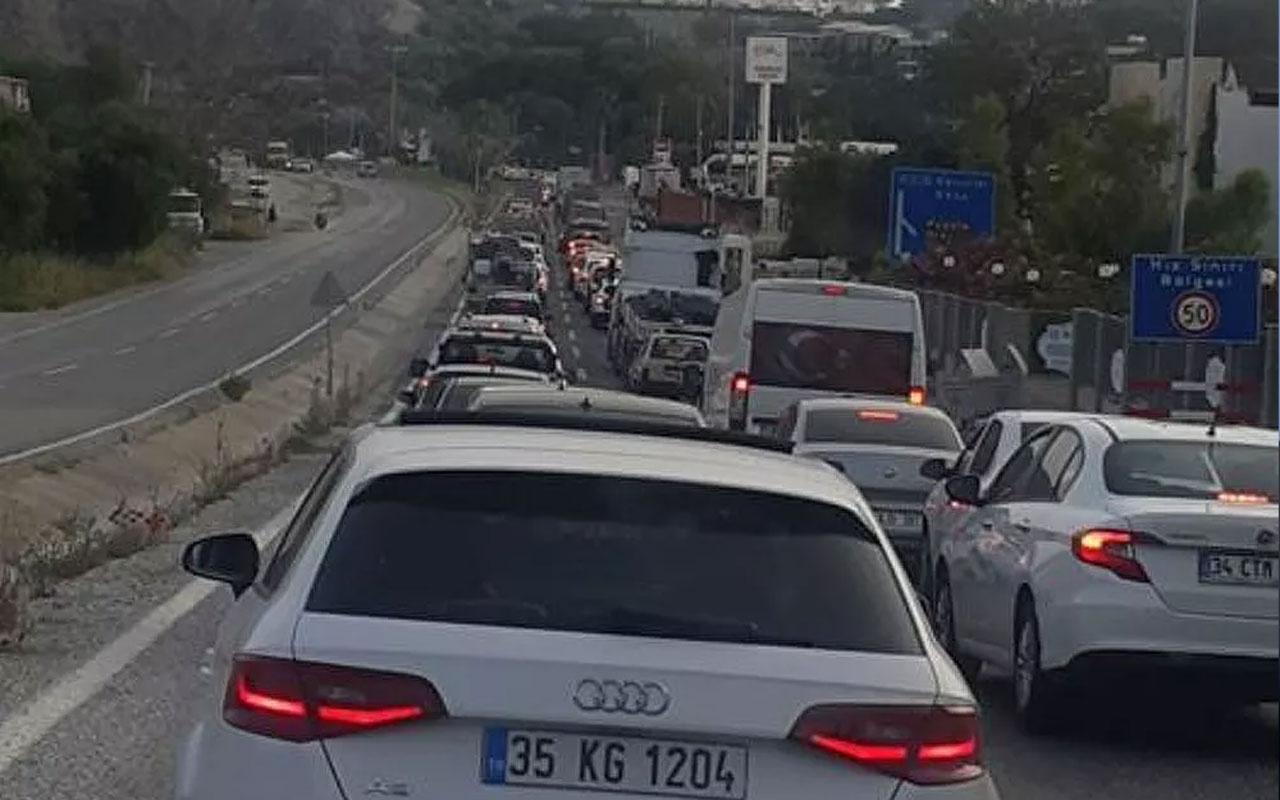 Yazlıkçılar Kuşadası'na akın etti! 5 günde 72 bin 660 araç kente giriş yaptı
