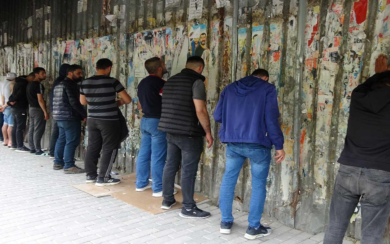 Beyoğlu'nda pes dedirten olay; 13 kişi topluca geziyorlardı