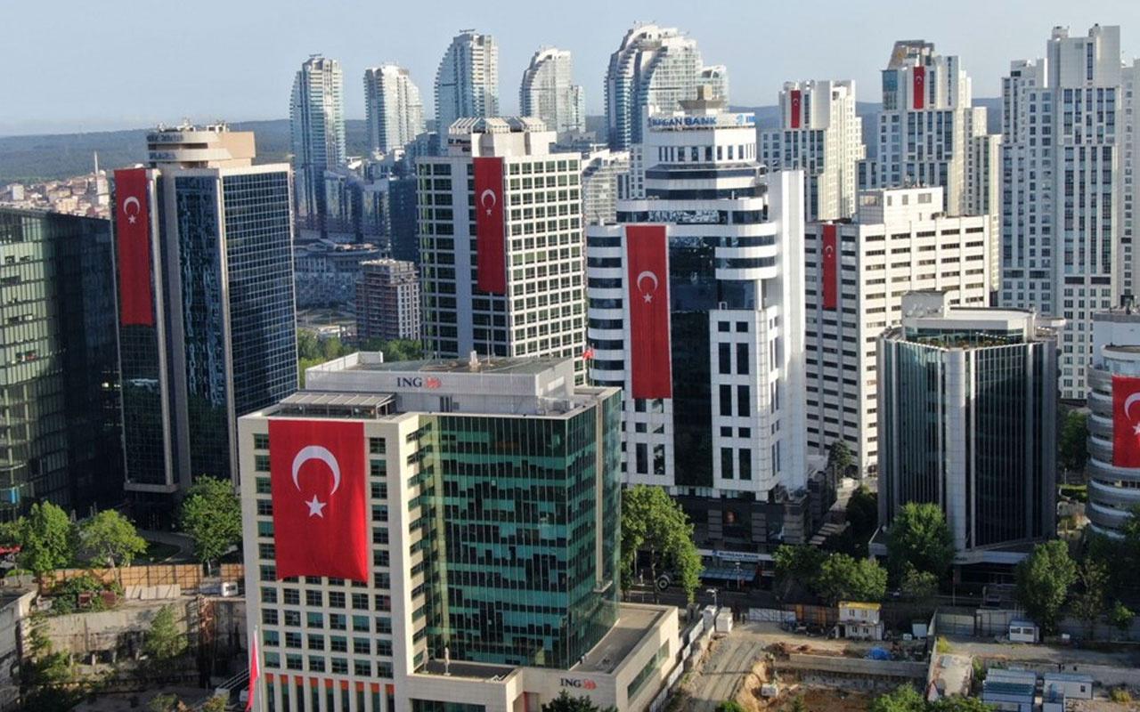 19 Mayıs'ta İstanbul'un gökdelenleri yine kırmızı beyaza büründü