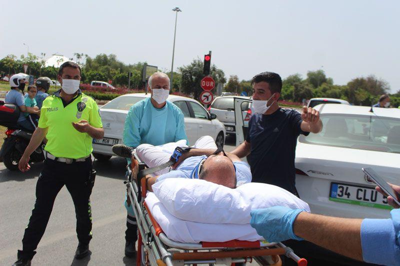 Antalya'da tuhaf olay kazaya koşanlar sürücüyü donmuş halde buldu