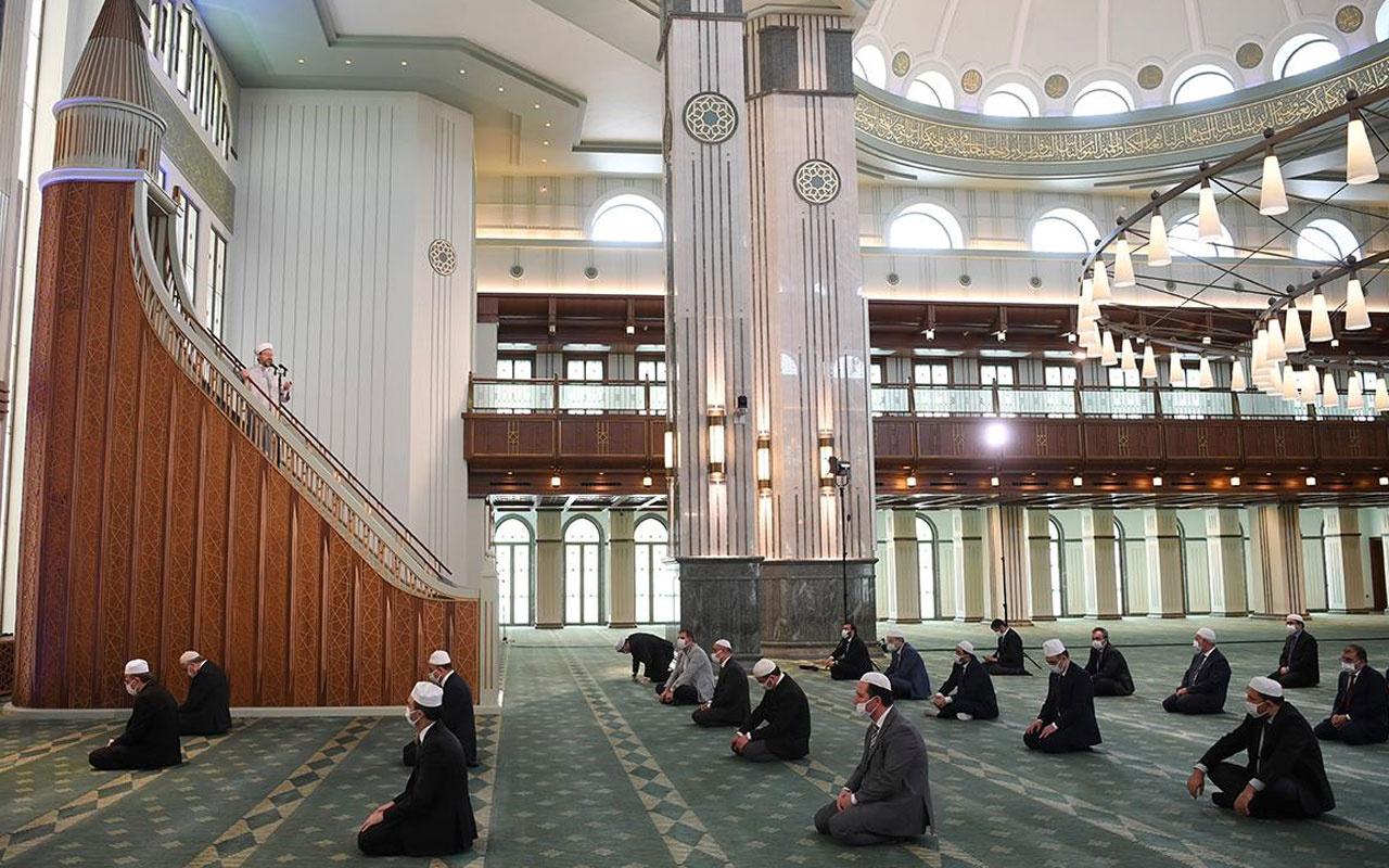 Camilerde cemaatle namaz nasıl kılınacak? Bilim Kurulu namaz rehberi hazırlayacak