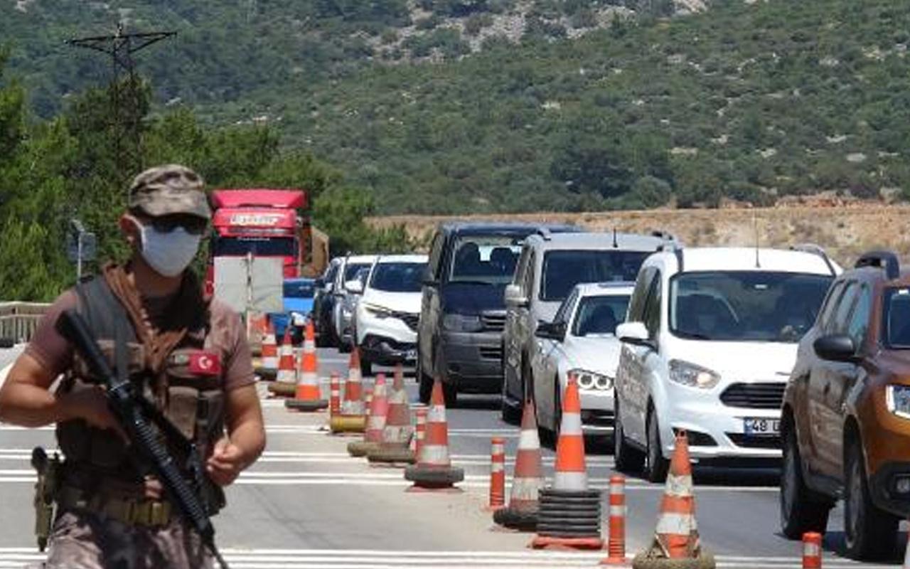 Muğla'nın Bodrum ilçesi tatilcilerin rotası oldu 24 saatte 10 bin araç giriş yaptı