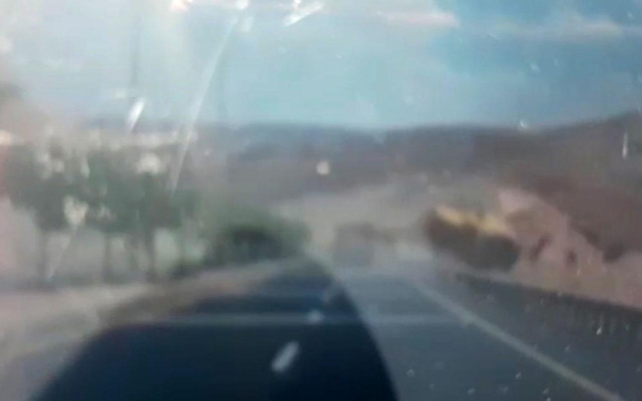 Şanlıurfa'da biçerdöverin devrildiği kaza anı kamerada