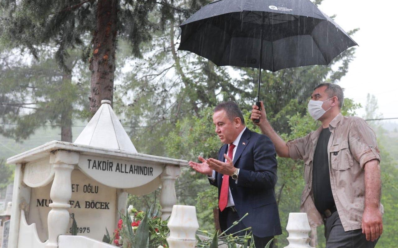 Antalya Büyükşehir Belediye Başkanı Muhittin Böcek'in tepki çeken mezarlık ziyareti