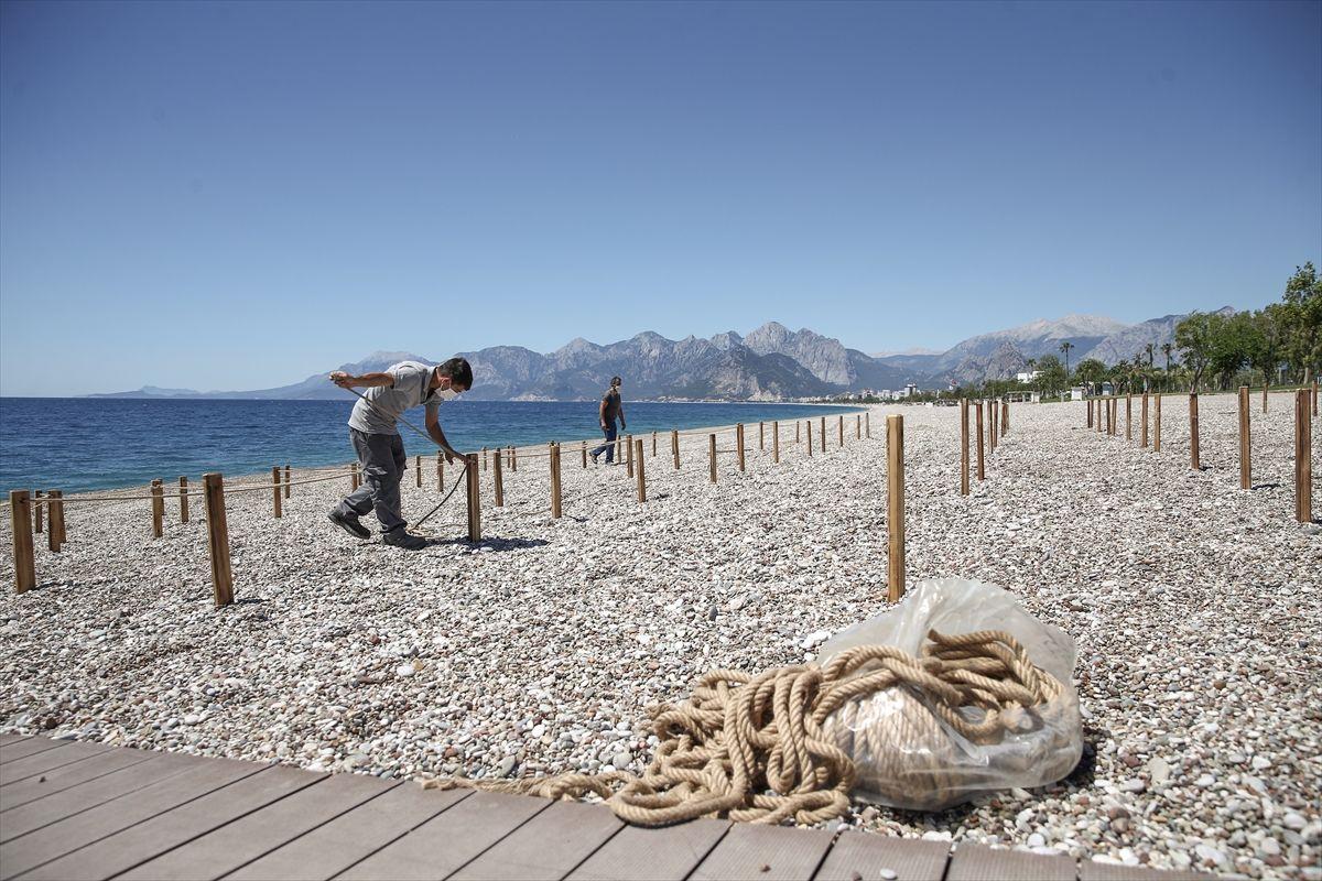 Antalya'nın dünyaca ünlü plajında deniz keyfi sosyal mesafeli olacak