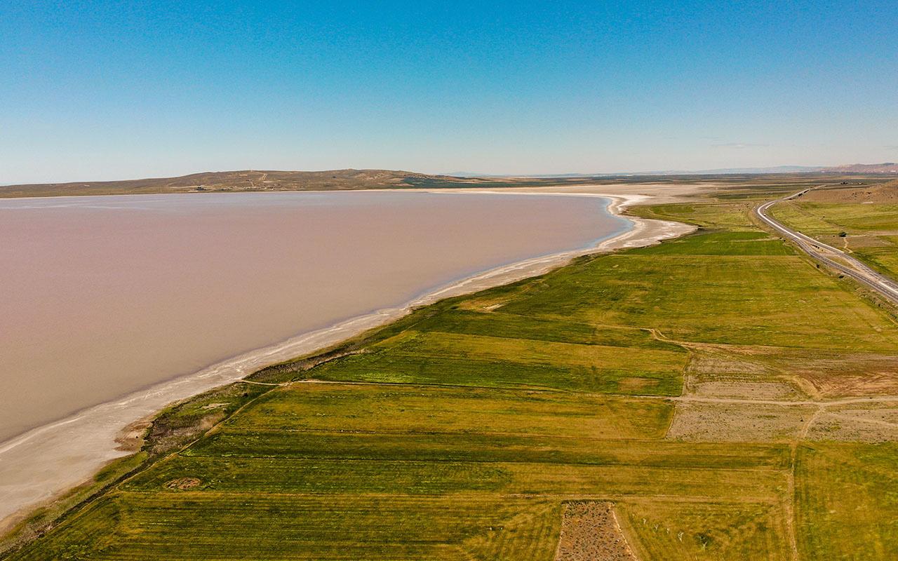 Tuz Gölü görenleri hayrete düşürdü! Rengi bir ande pembe oldu