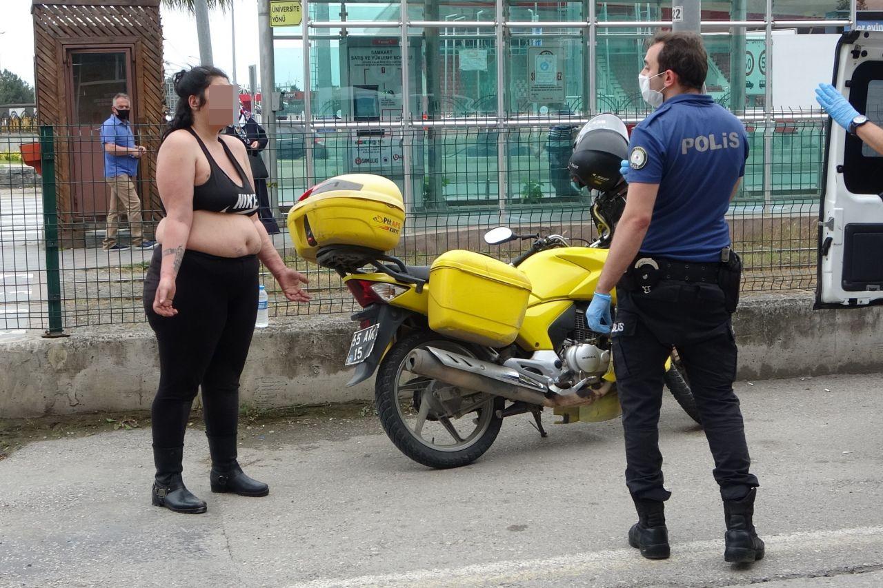 Olayın adresi Samsun! Yarı çıplak yola atlayan kadın trafiği alt üst etti
