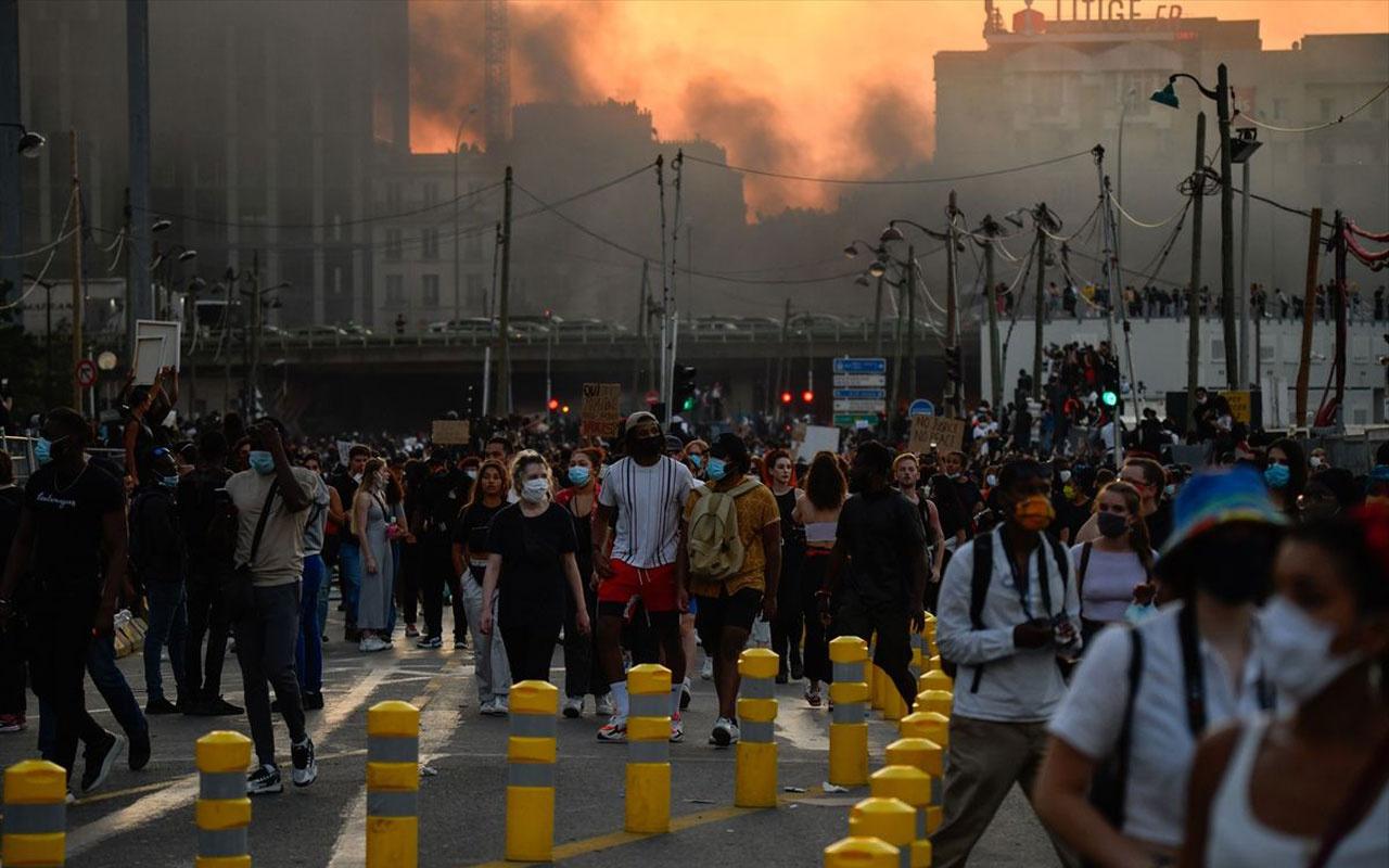 ABD'den sonra Fransa sokakları da yangın yerine döndü!