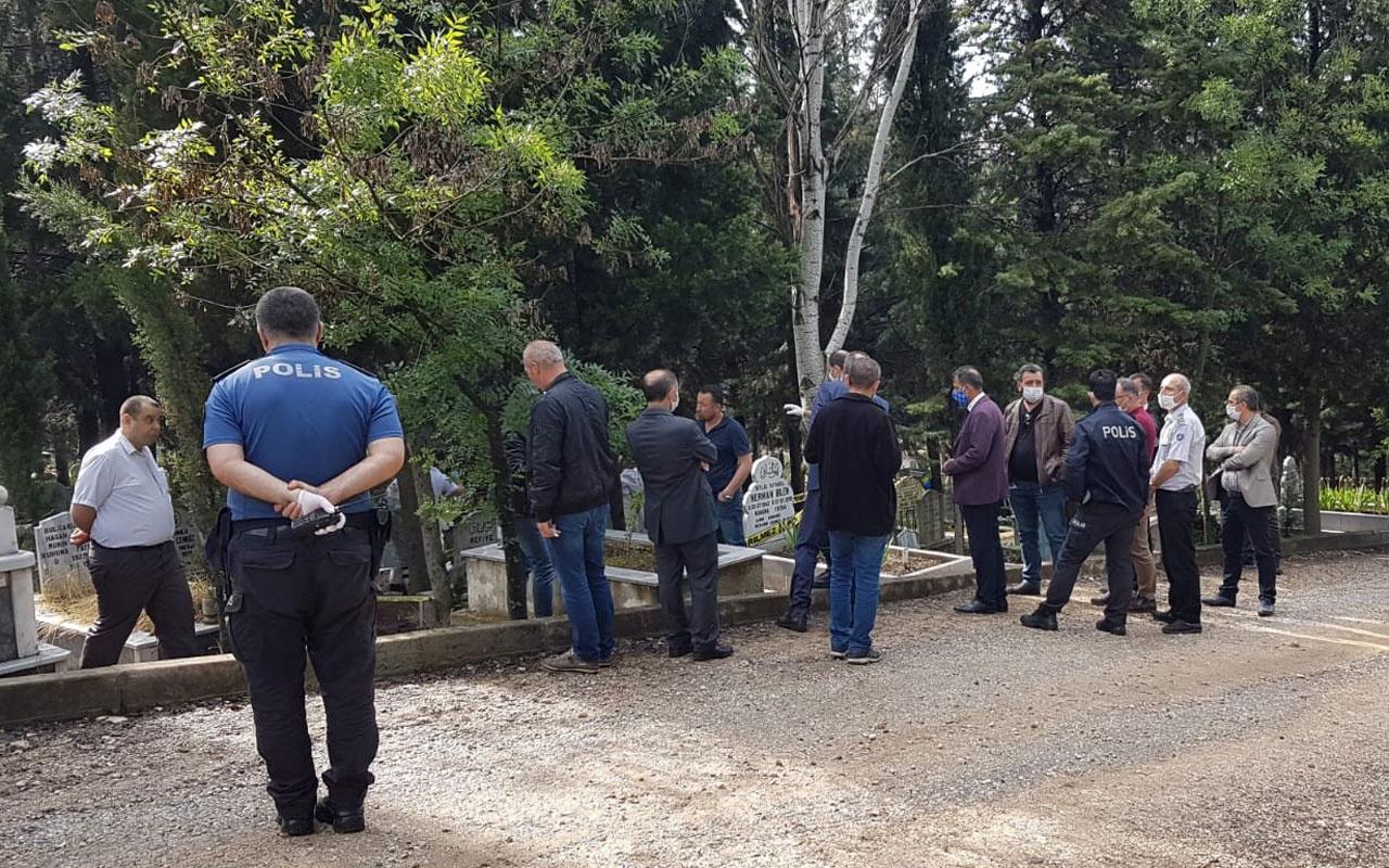 Kimse inanmadı Bursa'da genç doktor babasının mezarı başında intihar etti