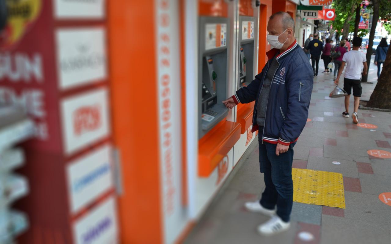 Balıkesir'de ATM'de bulduğu parayla herkese örnek oldu