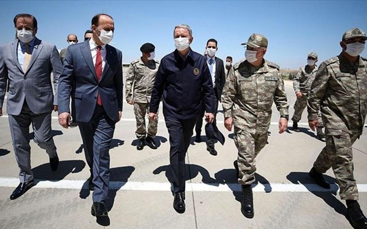 Milli Savunma Bakanı Hulusi Akar ve kuvvet komutanları Suriye sınırında