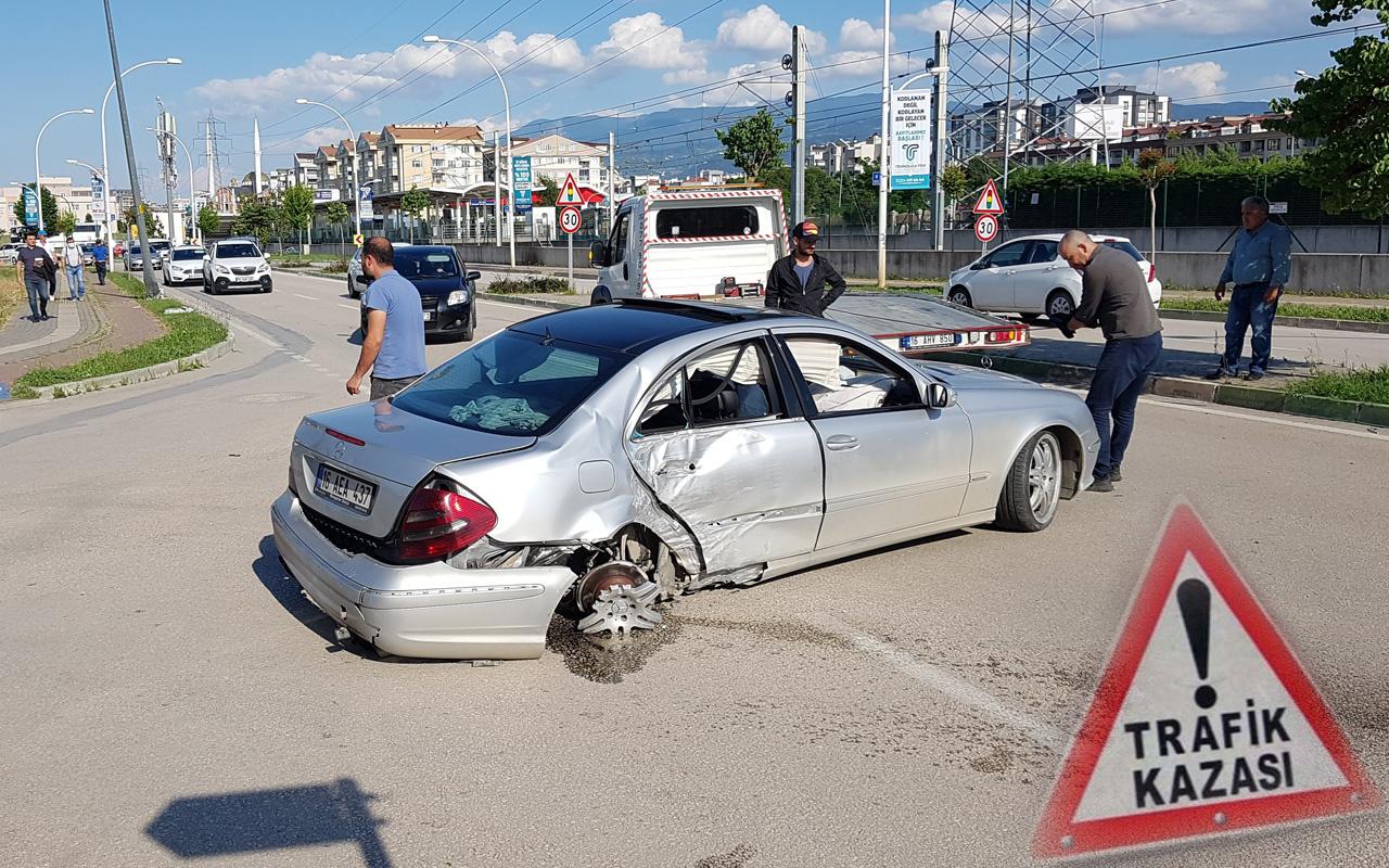 Bursa'da kazayı gören otomobili Azrail sandı 1 kişi ölümden döndü