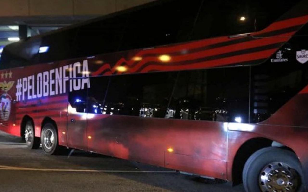 Dünya devinin otobüsüne saldırı! 2 yıldız hastaneye kaldırıldı