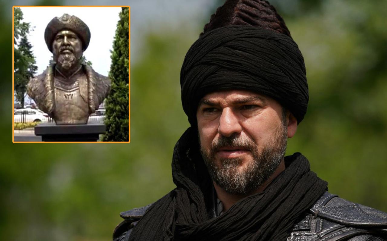 Ertuğrul Gazi diye Engin Altan Düzyatan'ın heykeli dikildi! 2 kişi kovuldu