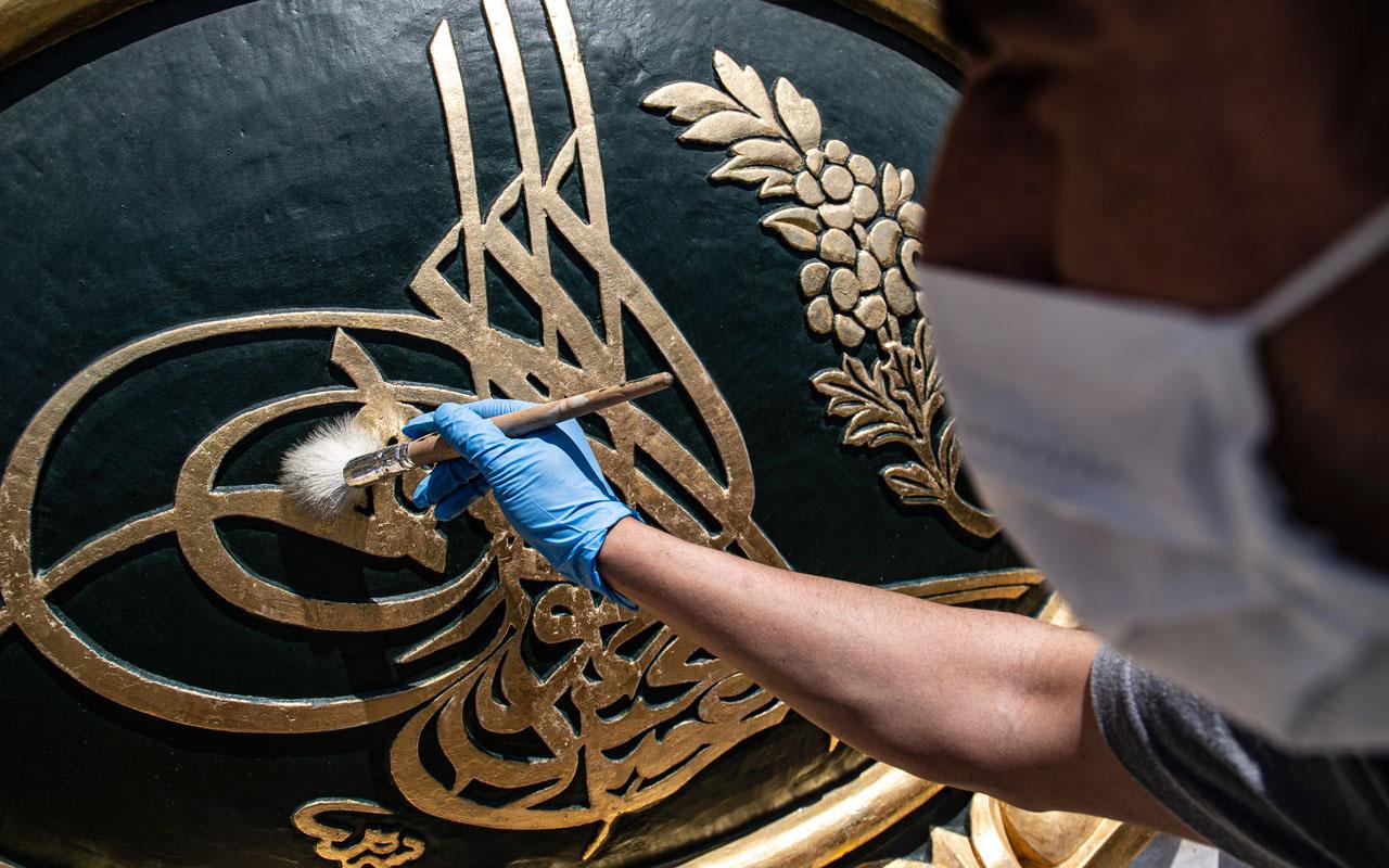 Dolmabahçe Sarayı'ndaki 164 yılık tuğralar restore ediliyor