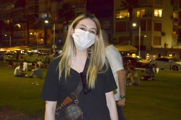 İzmir'de Kordon tıklım tıklım çoğu sosyal mesafeyi hiçe saydı