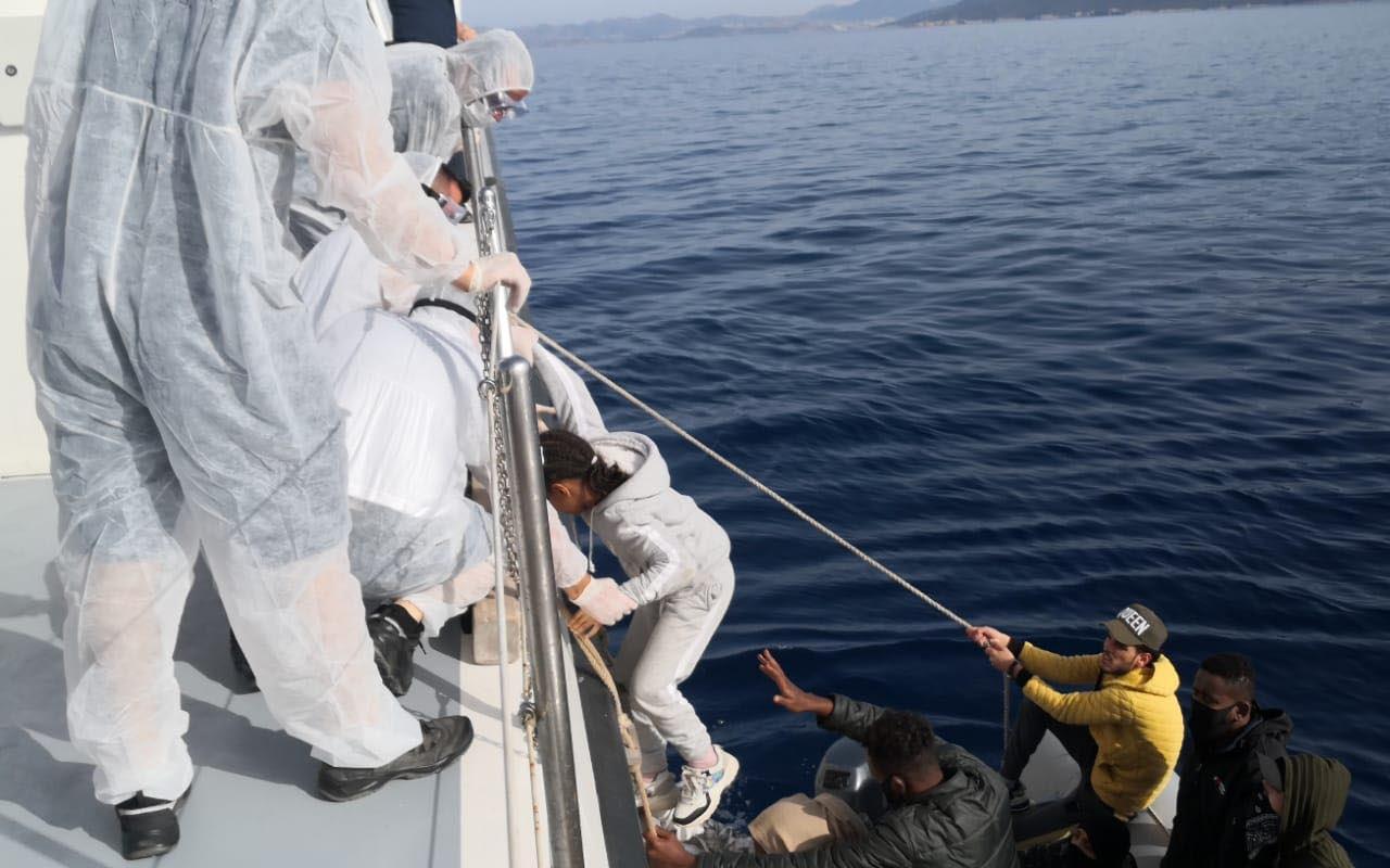 Muğla Bodrum açıklarında Türk sularına itilen 35 göçmen kurtarıldı