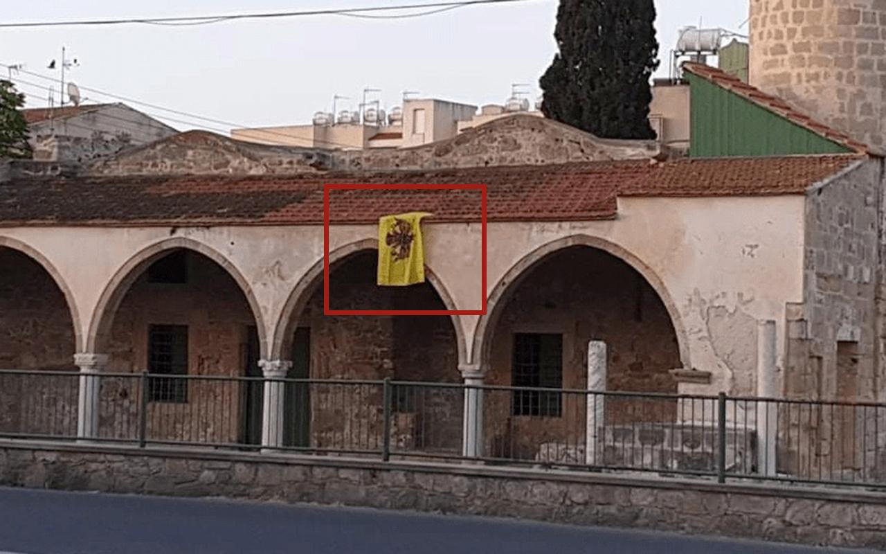 Rumlar iyice kudurdu! Şimdi de camiye Bizans bayrağı astılar
