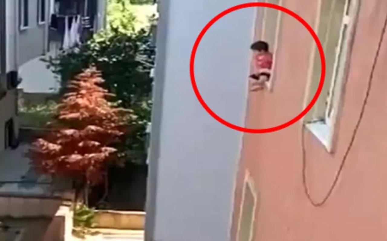 Sancaktepe'de küçük çocuğun pencerede oturduğu görüntüler korkuttu