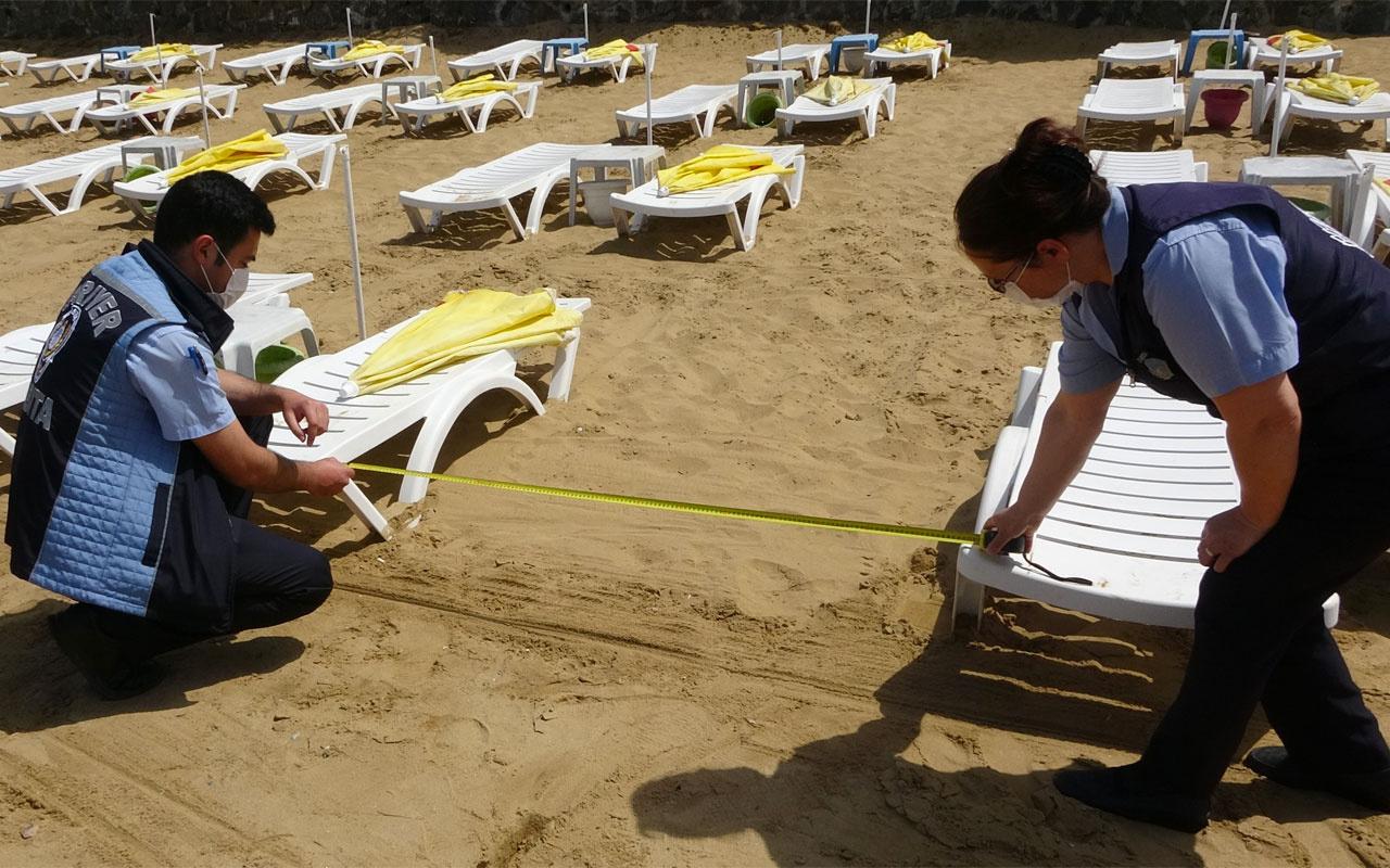 Sarıyer'de zabıtalardan plajlarda metre ile sosyal mesafe ölçümü