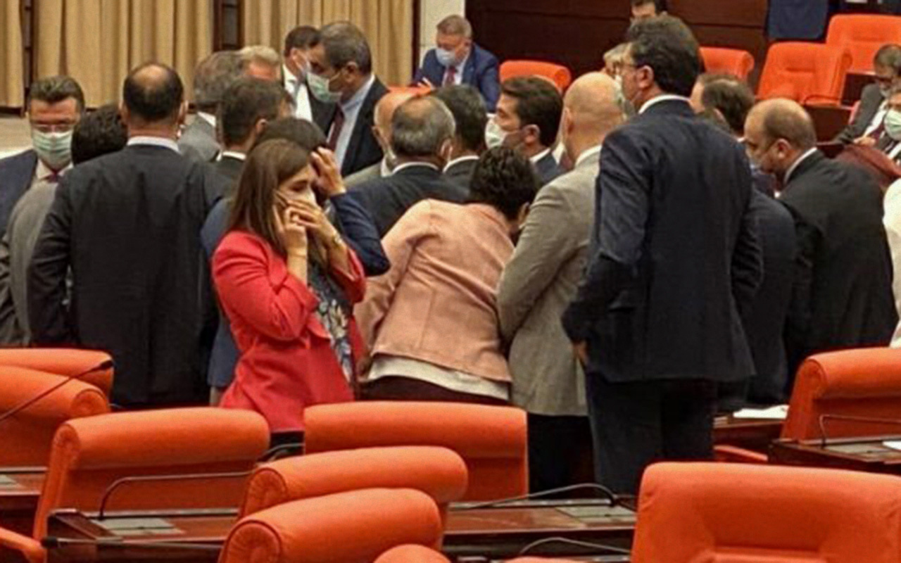 TBMM Genel Kurulunda milletvekilleri yumruk yumruğa birbirine girdi
