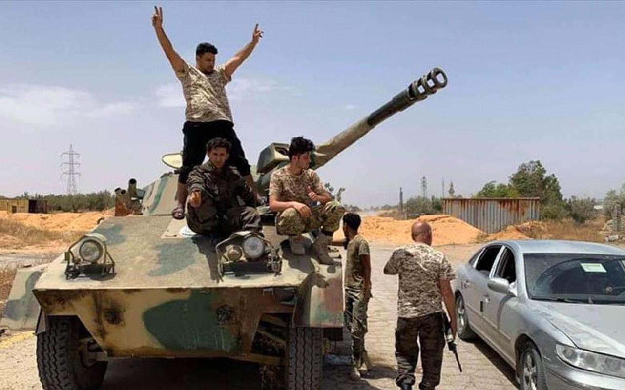 Libya ordusu Hafter'in güney ile batı arasındaki ana ikmal yolunu kontrol altına aldı