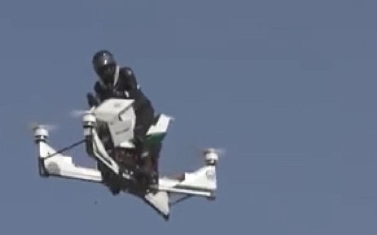 Feci kaza! Uçak motosikletle sürüş yapan polis yere çakıldı