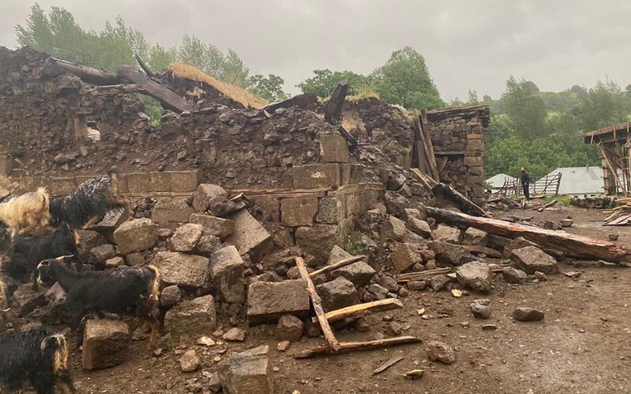 Bingöl'deki depremde iki köyde evler yıkıldı