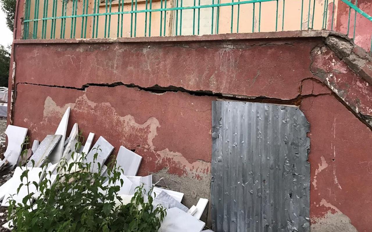 Bingöl Karlıova'daki 5,7 büyüklüğünde depremden ilk görüntüler