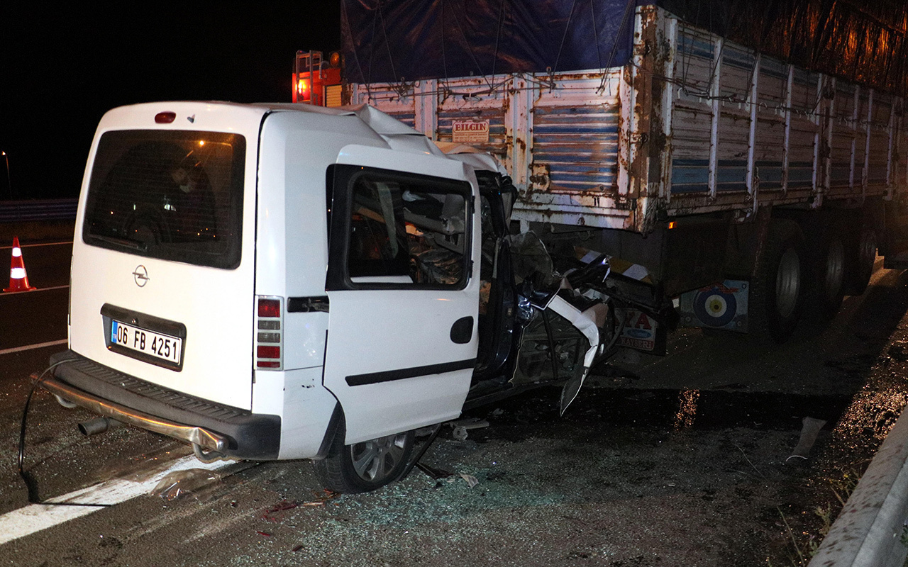 Ankara'da feci kaza! Ticari araç kamyona arkadan çarptı: 2 ölü 1 yaralı