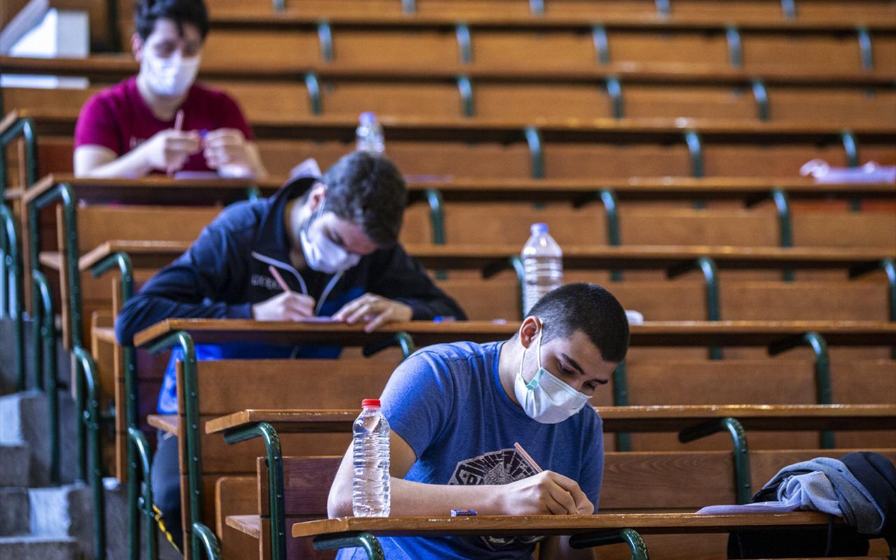 Maskeli ilk sınav! Milli Savunma Üniversitesi Askeri Öğrenci Aday Belirleme Sınavı