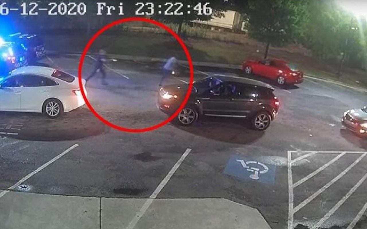 ABD'de ikinci Floyd vakası! Aracında uyuyan siyahi adamı öldürdü