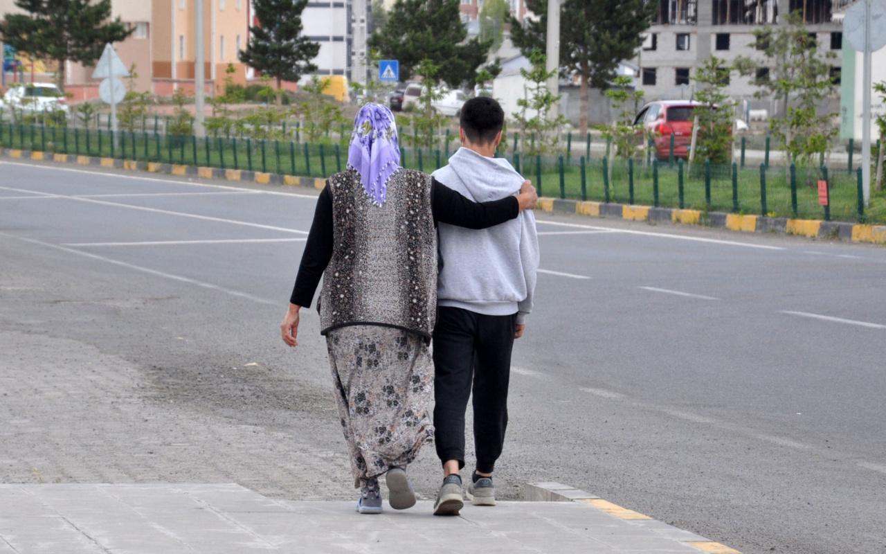 Kars'ta 6 gündür kayıp çocuğu polis 10 dakikada buldu